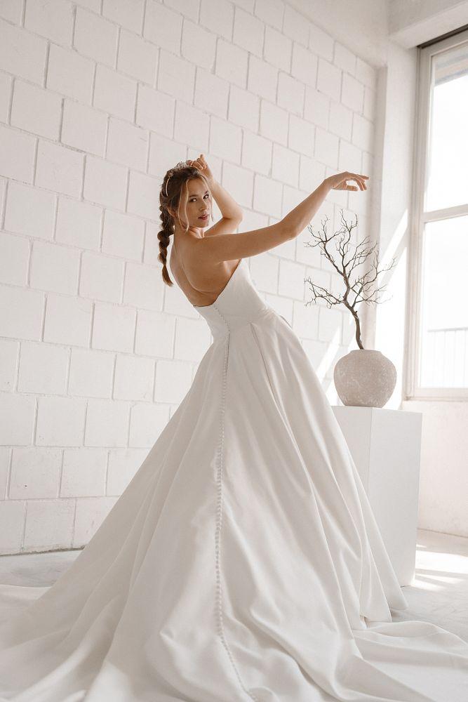 Bild 2 des Brautkleides maleika – bridal couture - Marlene